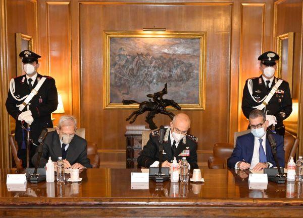 Leonardo: accordo con i Carabinieri per la formazione degli anziani all'uso del digitale
