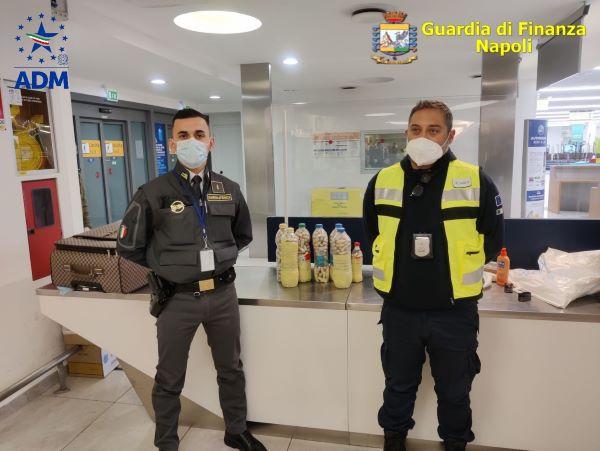 Aeroporto di Capodichino, sequestrati oltre 11 kg tra cocaina e oppio: due arresti