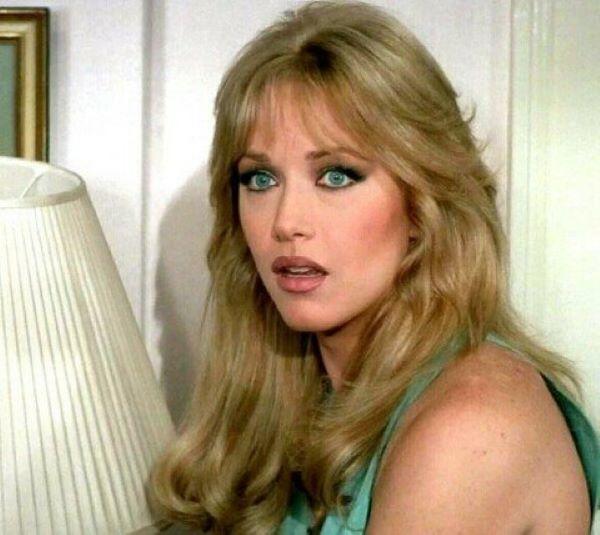 Addio a Tanya Roberts: fu una delle Charlie's Angels e Bond Girl