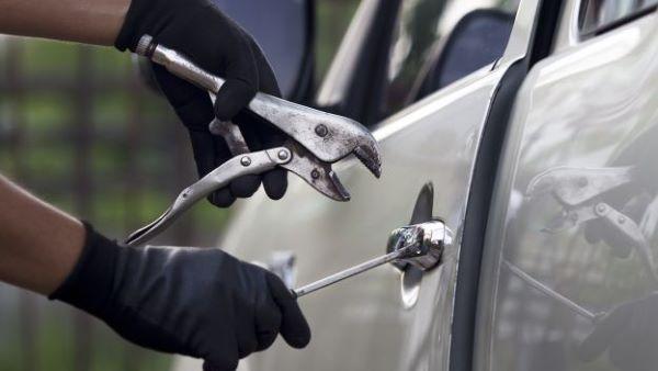 Nola, arrestate 2 persone per furto di un'auto al centro commerciale