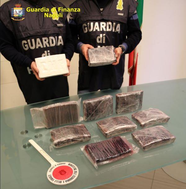 Scampia, Secondigliano e Torre Annunziata, scoperte 3 organizzazioni di narcos: 20 arresti (I NOMI)
