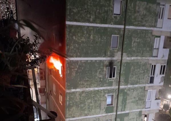 Tragedia a Fuorigrotta, incendio in un appartamento: morti due anziani
