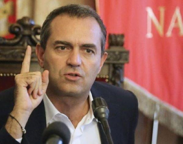 """Rifiuti di Roma a Napoli, Maresca vs de Magistris: """"Campagna elettorale sulla pelle dei napoletani"""""""