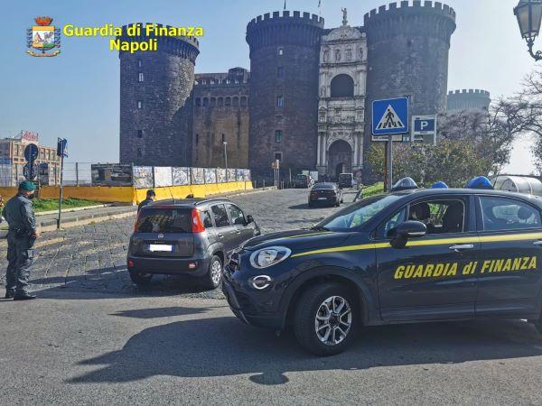 Napoli, fine settimana di controlli della Finanza: 115 multe