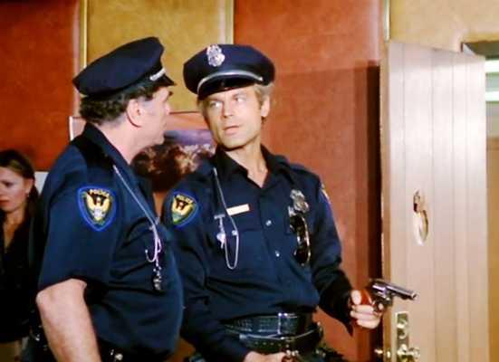"""""""Poliziotto superpiù"""" su Rete 4. I film in tv sabato 20 marzo"""