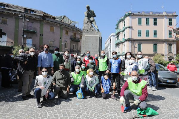 Restyling botanico a Barra: 30 volontari mettono a dimora nuova vegetazione