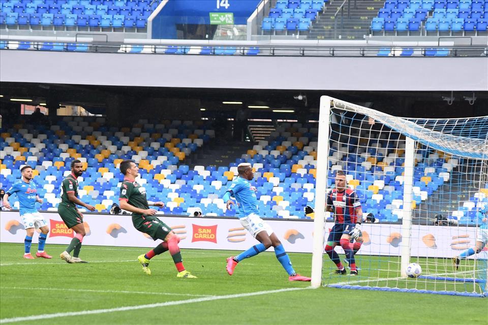Napoli-Crotone 4-3. Mercoledì azzurri da leoni in casa della Juventus