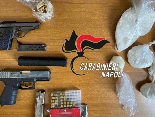 Scampia, armi nelle cassette anti-incendio di un condominio: sequestro dei Carabinieri