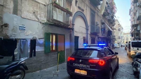 Blitz contro il clan Polverino: tre arresti e sequestro di un palazzo abusivo a Montesanto