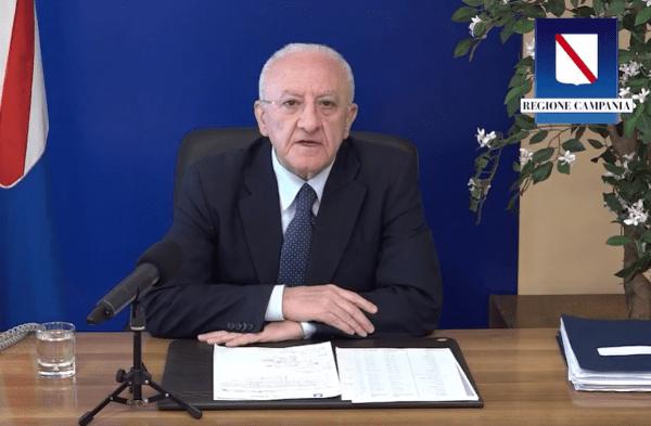 """Vaccini, De Luca tuona contro il Governo: """"Campania ultima per forniture: una vergogna"""" (VIDEO)"""