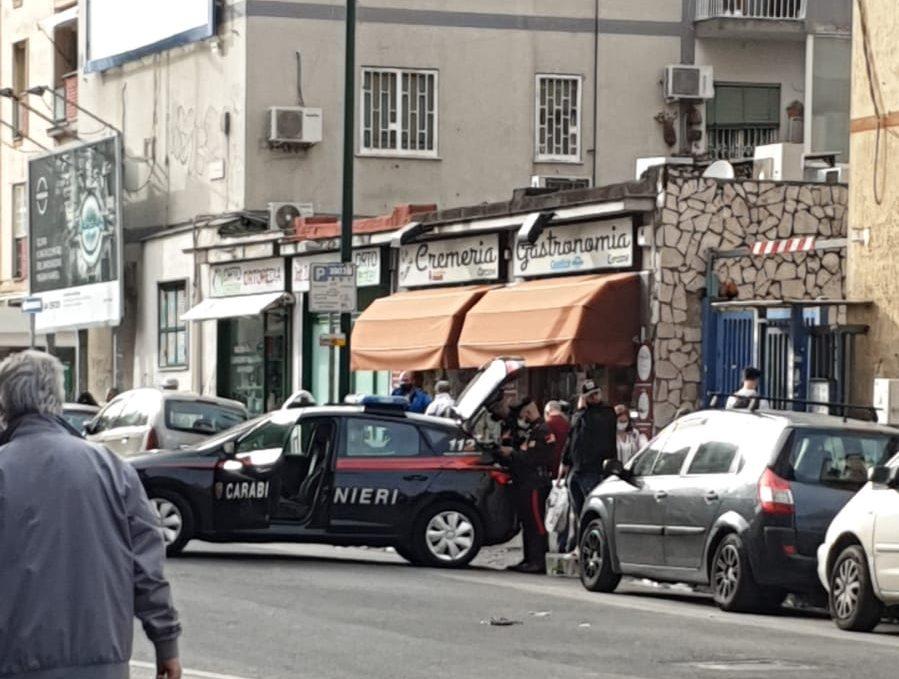 Fuorigrotta, esplosi colpi di pistola da uno scooter in via Leopardi