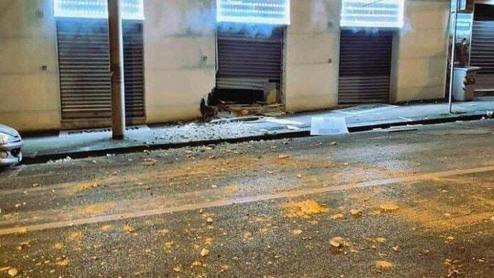 Colli Aminei, bomba esplode davanti a un negozio di caldaie