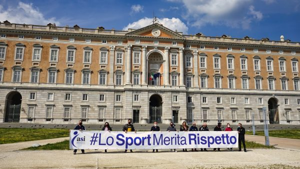 Il mondo dello sport chiede aiuto, anche a Caserta il flash-mob #LoSportMeritaRispetto