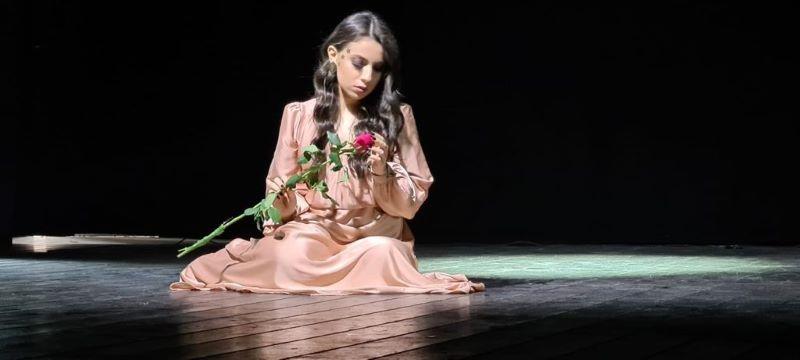 Notti di luna blu: il primo singolo della cantautrice 19enne Lucia (VIDEO)