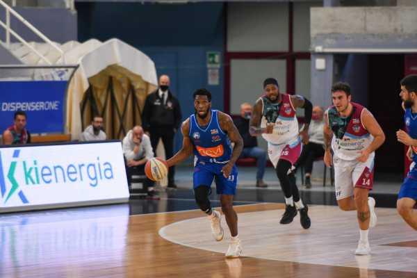 Gevi Napoli, vittoria per 80-69 su Orzinuovi: azzurri in semifinale di Coppa
