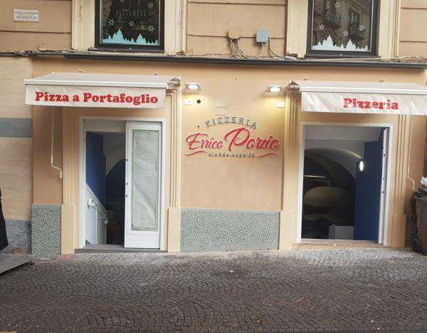 """Napoli e """"sua maestà"""" la pizza a portafoglio: ecco dove mangiarla"""