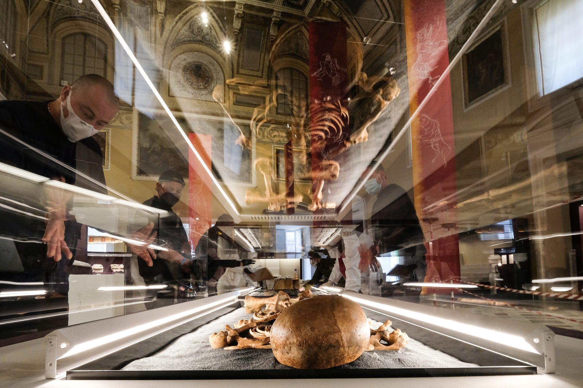 160 reperti nel Salone della Meridiana, per la mostra