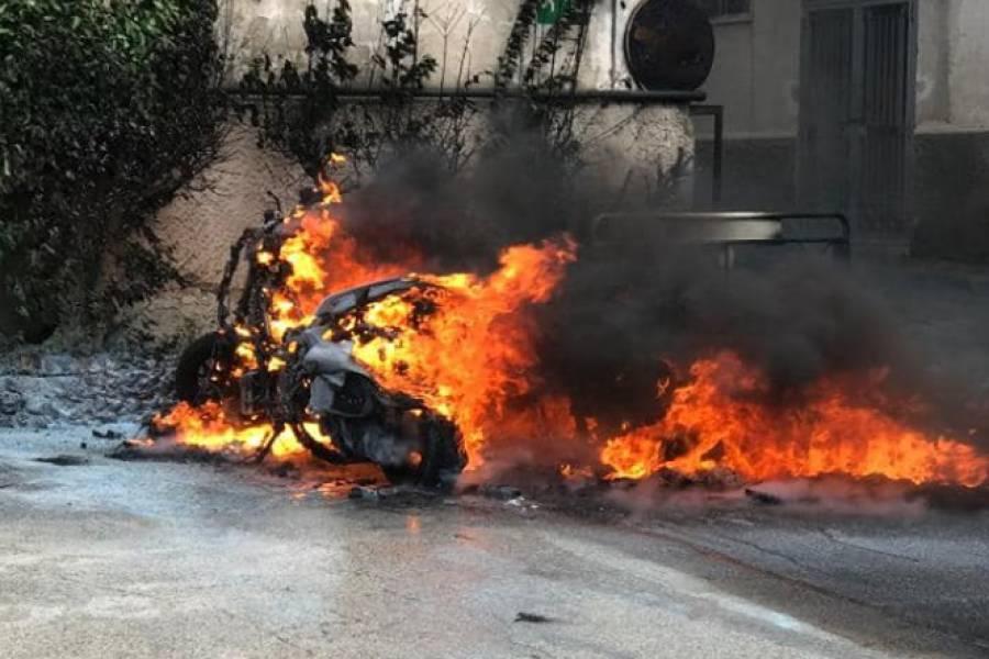Piano di Sorrento, incendiano 2 scooter: arrestati