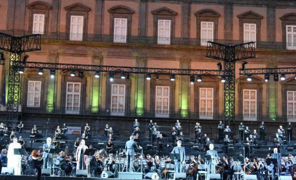 """Teatro San Carlo: Tutti gli eventi della """"Regione Lirica"""" in Piazza del Plebiscito. Date e orari"""