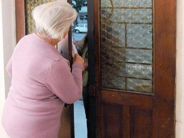 Torre del Greco, finto corriere tenta di truffare un'anziana: arrestato un 33enne (IL NOME)