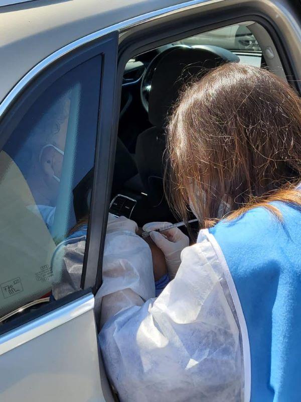Policlinico Vanvitelli: vaccino anti Covid 19 in auto per pazienti fragili non deambulanti