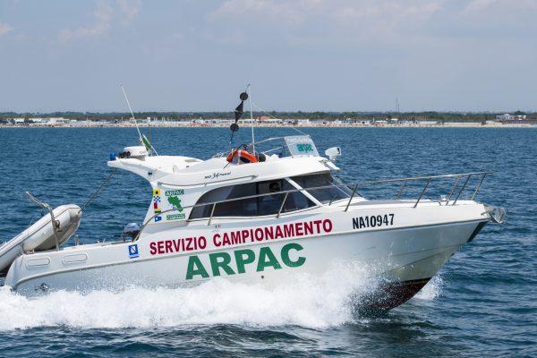 Schiume in mare in Penisola sorrentina, i risultati dei prelievi di Arpac