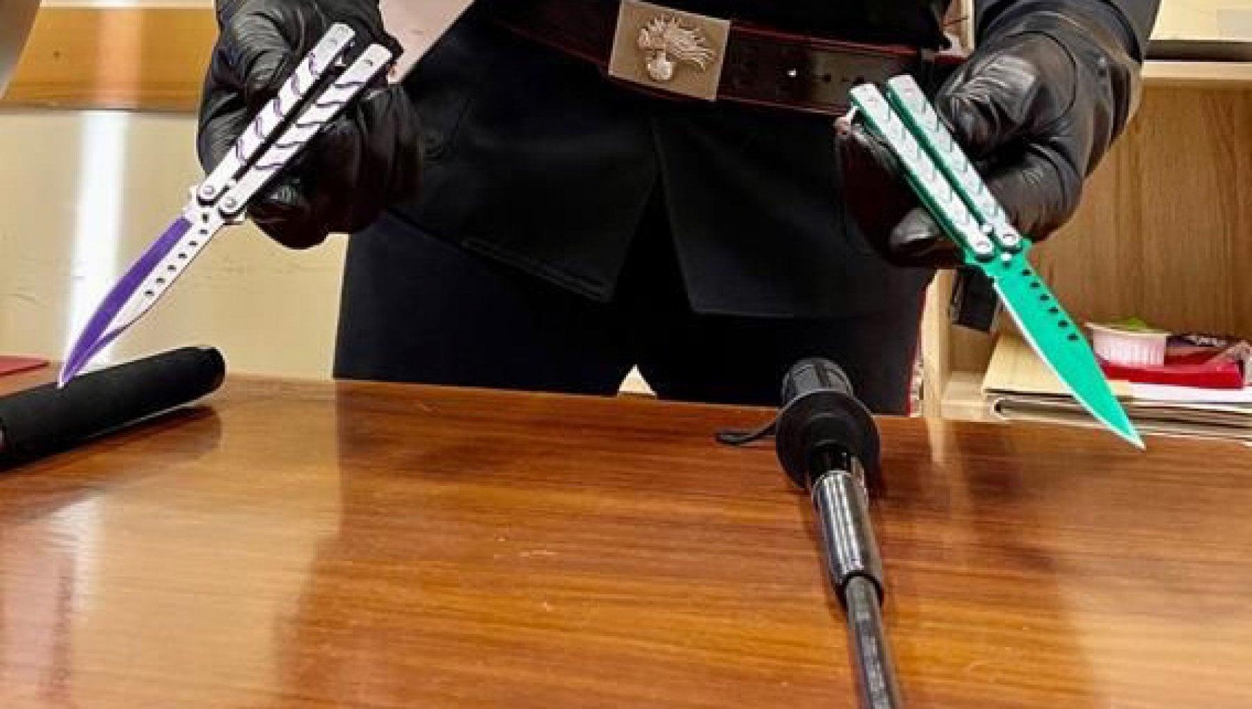 Sorrento, in Circumvesuviana armati di coltelli e bastoni: fermati 2 minori