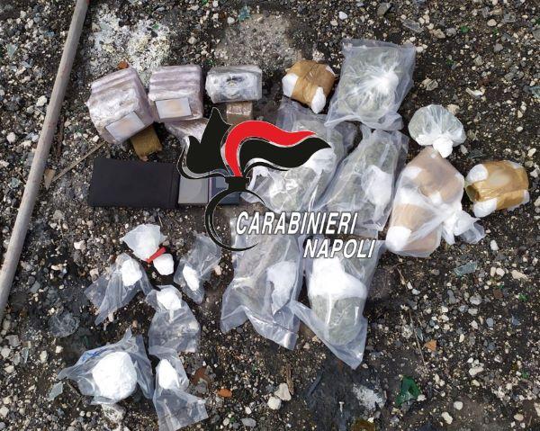 Fuorigrotta e Rione Traiano: trovati due kg di droga in un bidone per la spazzatura