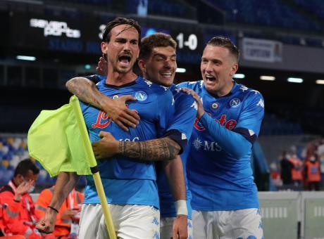 Cinque gol all'Udinese per il Calcio Napoli. Un altro passo verso la Champions