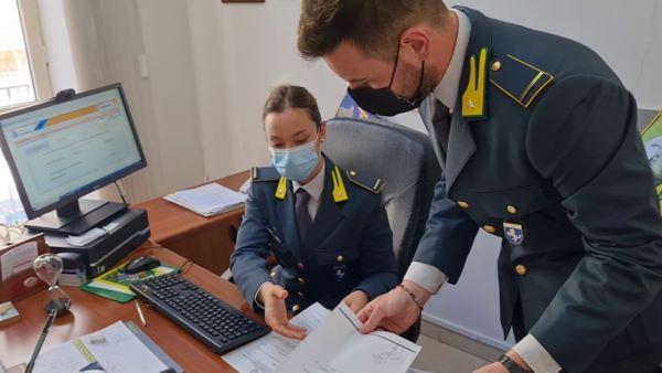 Caserta, GdF scopre associazione a delinquere specializzata in frodi fiscali: 9 arresti (I NOMI)