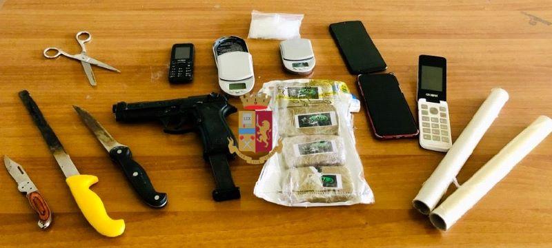 Barra, avevano hashish e armi in casa: arrestati due pusher (I NOMI)