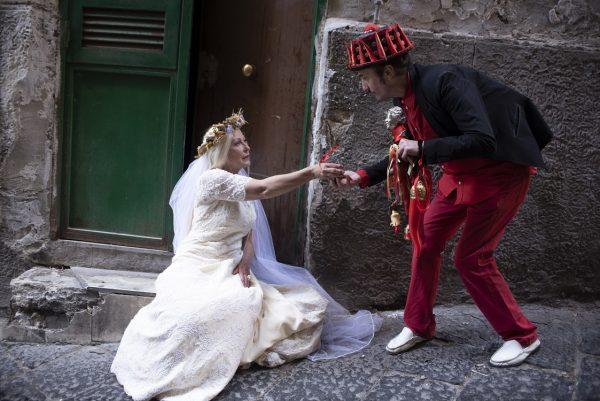 La Bella 'Mbriana di Slobodanka Ciric tra magia e incanto per i vicoli di Napoli