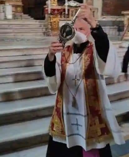 Napoli, San Gennaro ha fatto il miracolo. Il sangue del Santo si è sciolto