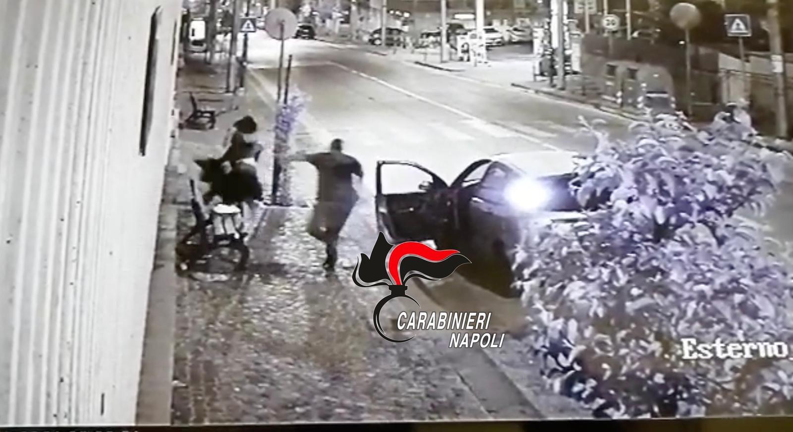 Colli Aminei, scippa borsa a 18enni: preso da carabiniere