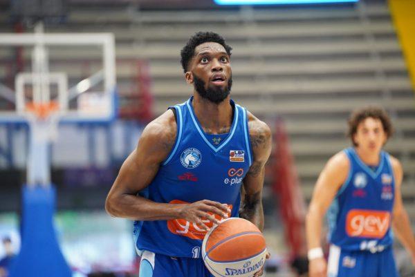 Seconda vittoria per la Gevi Napoli Basket. Azzurri avanti 2-0 nella serie