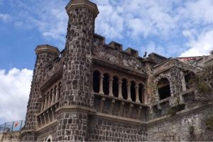 Degrado culturale a Napoli: sigilli a Villa Ebe e al Cimitero dei Colerosi