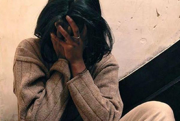 Pianura, picchia la moglie davanti alla figlia: arrestato
