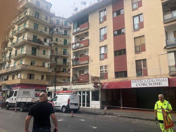Fuorigrotta, sgomberato edificio a rischio crollo per una infiltrazione d'acqua