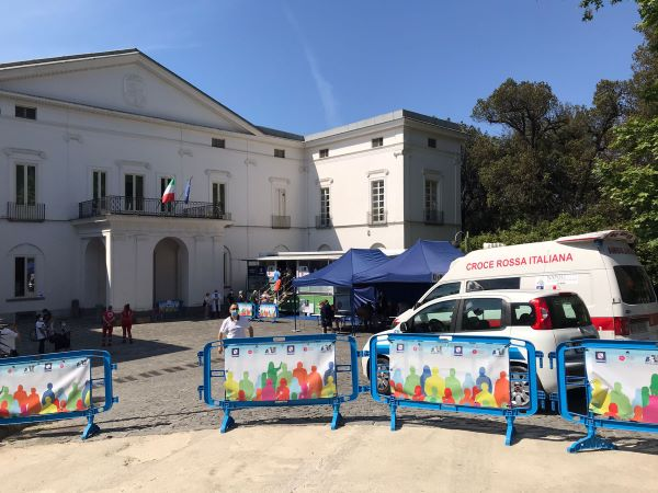 Vaccino anti Covid 19: camper Asl Napoli 1 alla Villa Floridiana fino al 6 giugno