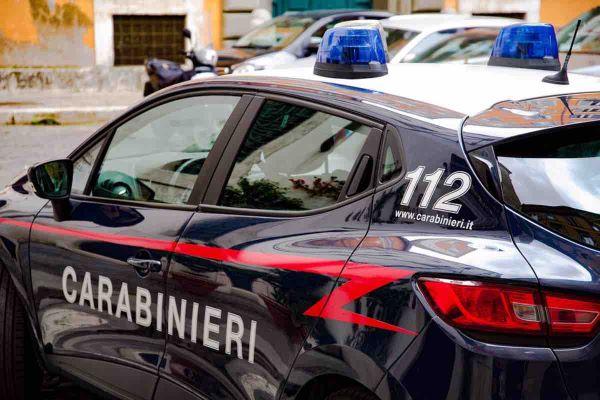 Afragola: 37enne mostra i genitali ad alcune donne e aggredisce i Carabinieri