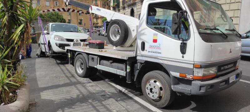 Napoli: parte il nuovo servizio di rimozione dei veicoli in divieto di sosta