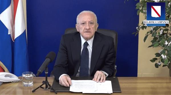"""De Luca sul vaccino: """"Oltre 4 milioni di somministrazioni. AstraZeneca solo ad over 60"""" (VIDEO)"""