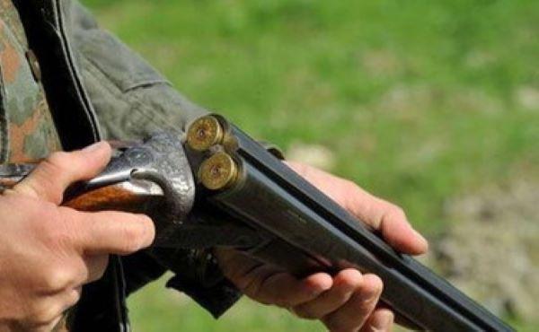 Volla, litiga col figlio e spara due volte colpendo la nipote: denunciato un 74enne