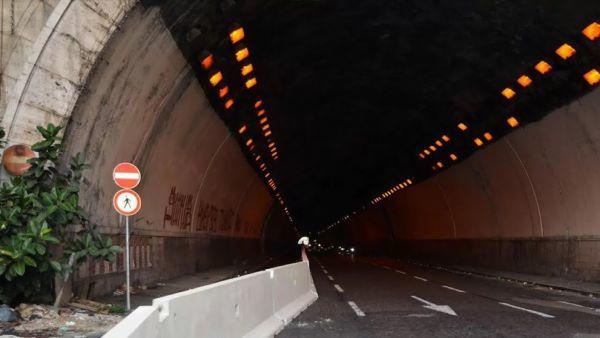Napoli, Galleria Quattro Giornate chiusa per infiltrazioni d'acqua: traffico in tilt
