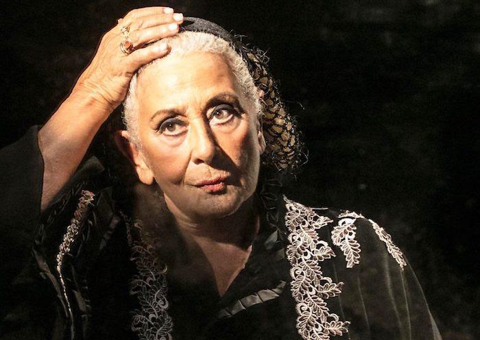 Isa Danieli in scena con lo spettacolo