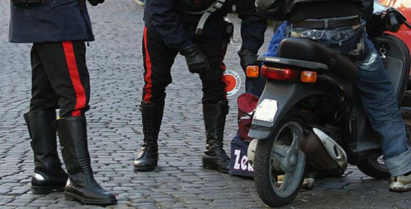 Vomero, 3 ragazzi presi mentre rubano scooter: 2 sono minori