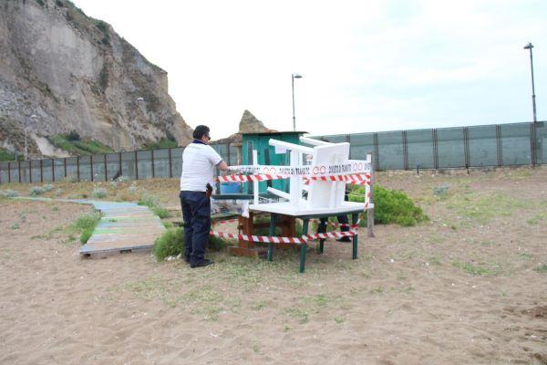 Bagnoli e Nisida, scoperti ormeggi e strutture abusive: sequestri della Guardia Costiera