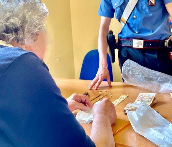 Sorrento, Carabinieri arrestano due truffatori di anziani: recuperati soldi e gioielli