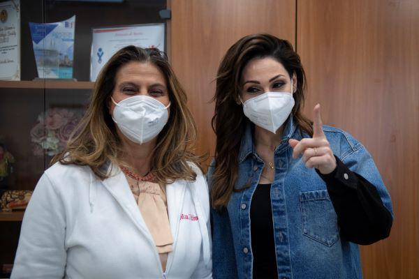 Prevenzione contro il melanoma: Anna Tatangelo testimonial per la Dermatologia federiciana