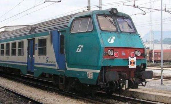 Mergellina, due minorenni bloccano Linea 2 della metropolitana per 20 minuti: denunciati